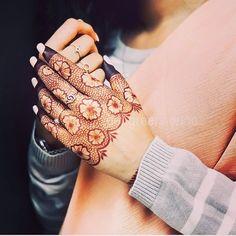 Simple Mehndi Designs Fingers, Rose Mehndi Designs, Back Hand Mehndi Designs, Stylish Mehndi Designs, Latest Bridal Mehndi Designs, Mehndi Designs 2018, Henna Art Designs, Mehndi Simple, New Bridal Mehndi Designs