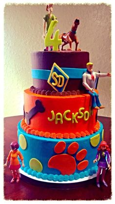 All buttercream wirh fondant cutouts. Mother supplied the figures. Scooby Doo #cake