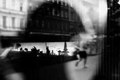 Oh Vienna . 2015 . 117 . Longing for home . Nicole Andermatt #Vienna #Wien #streetphotography #urbanphotography #reflection