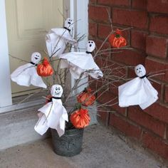 Easy Crafts for Adults | ghost and pumpkin tree is the perfect party craft.
