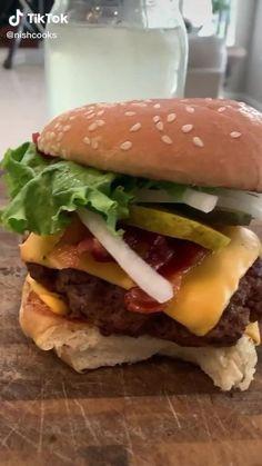 Burger Sauces Recipe, Sauce Recipes, Mcdonalds, Acrylic Nails, Hamburger, Food And Drink, Nutrition, Meals, Ethnic Recipes