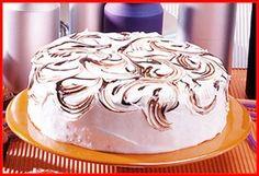 Faço esse bolo desde que meus filhos eram crianças...Isso significa que tem bastante tempo..no mínimo uns 20 anos   Cobertura de chocol...