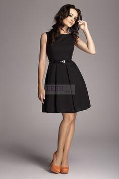 Sukienka z plisowaniami czarna M083