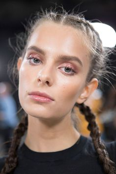 The Best Beauty Looks at Paris Fashion Week Spring 2017 - Runway Hair and Makeup Spring 2017