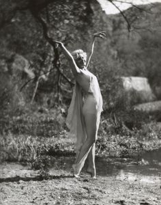 The beginning of the Hollywood era – CNN Photos - Jean Harlow, age Griffith Park, by Edwin Bower Hesser Golden Age Of Hollywood, Vintage Hollywood, Hollywood Glamour, Classic Hollywood, Hollywood Stars, Jean Harlow, Old Movie Stars, Classic Movie Stars, Madonna