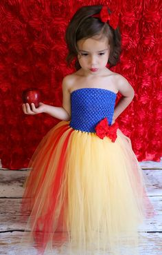 Newborn Size 9 Snow White Inspired Tutu Dress door krystalhylton