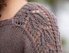 Glad i struktur og lace? Crochet Pattern, Crochet Top, Knitting Patterns, Drops Design, Drops Baby Alpaca Silk, Color Blocking Outfits, Free Pattern Download, Damen Sweatshirts, Stockinette