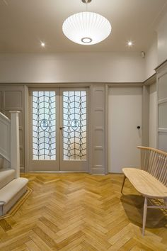 Magnificent Changes Applied in the a House in North London 1930s House Exterior, 1930s House Interior Ideas, Interior Design, 1930s House Interior Living Rooms, 1930s Decor, Bungalow Renovation, Arts And Crafts House, Art Deco Home, House On A Hill