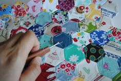 Hexagon Patchwork - Looks like it would be a fulfilling project!