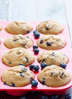 These healthy blueberry muffins with applesauce, spelt or whole wheat flour Frozen Blueberry Muffins, Healthy Blueberry Muffins, Healthy Muffin Recipes, Frozen Blueberries, Blue Berry Muffins, Healthy Baking, Clean Eating Recipes, Healthy Sweets, Healthy Foods