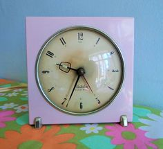 Vintage Retro 50s 60s Pink Westclox Scotland Electric Clock Electric Clock, Old Clocks, Scotland, Retro Vintage, Metal, Pink, Watches, Face, Vintage Watches
