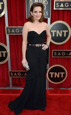 Tina Fey in Oscar de la Renta. I don't like the hair but the rest is good.