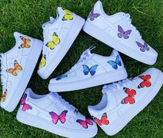 Custom Nike Shoes with beautiful colorful butterflies handmade with love! All Nike Shoes are authentic and brand new with tags ✔️ we sell many more custom shoes on our website. Click the link below 👇🏻Informations About Butterfly Nike Shoes 🦋 All Nike Shoes, Hype Shoes, Shoes Men, Golf Shoes, Nike Custom Shoes, Adidas Shoes, Running Shoes, Nike Air Force, Af1 Shoes