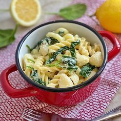 It's not spring yet but the lovely sun we enjoyed in the past days really make me want to. For see more of fitness life images visit us on our website ! Spinach Ricotta, Baby Spinach, Easy Meal Prep, Easy Meals, Weaning Foods, Lemon Pasta, Lemon Background, Lunches And Dinners, Dinner Recipes