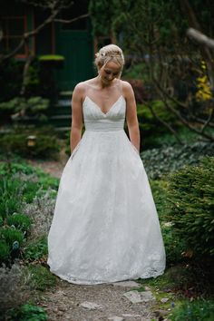 Pin for Later: This Bride Lost 1 Wedding Gown in a Fire — and Ended Up With 2 Stunning Replacements Elise's Lace Dress For the Ceremony