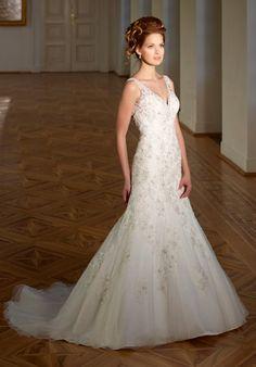 Romantisches schmal geschnittenes Brautkleid im Meerjungfrauen-Stil aus Spitze in Elfenbein und Silber - von Diane Legrand