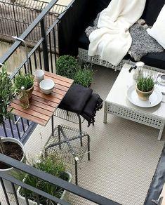 30 small cozy balcony garden ideas to see - Isabelle Style - Kleiner Balkon - Design Rattan Furniture Small Balcony Garden, Small Balcony Decor, Balcony Plants, Outdoor Balcony, Small Patio, Outdoor Decor, Balcony Gardening, Small Terrace, Small Balconies