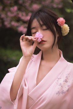 The Most Beautiful Girl, Simply Beautiful, Asian Flowers, Traditional Kimono, Yukata, Life Drawing, Japanese Kimono, Girl Poses, Asian Woman