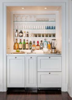 Modern meets traditional in Pacific Heights mini bar Wet Bar Designs, Home Bar Designs, Kitchen Designs, Mini Bars, Bar Embutido, Closet Bar, Entry Closet, Luxury Interior Design, Bar Interior