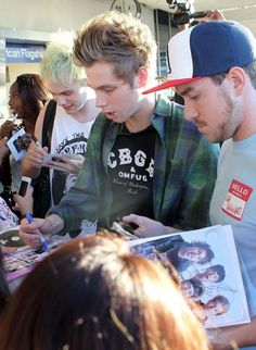 5 Seconds Of Summer Are All Looking For Love: But Would They Date A Fan? (VIDEO) | EntertainmentWise