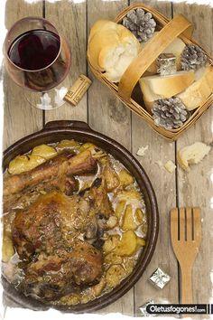 Pierna de cordero al horno con patatas por Sirya Ésta es una receta que preparó Siry para nuestro recetario de Navidad del año pasado y no teniamos subida aquí y os aseguro que si queréis triunfar en una cena con esta pierna de cordero al horno con patatas lo tenéis asegurado. ¡¡A disfrutarlo!!. Tiempo de [...] Mexican Food Recipes, Beef Recipes, Cooking Recipes, Ethnic Recipes, Spanish Food, Omelette, Flan, Paella, Food Styling