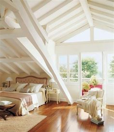 dream bedroom!! a deck to have your morning tea on, sun shining!