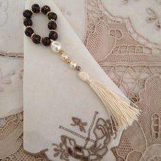 Porta guardanapo com franja Napkin Rings, Tassel Necklace, Home Accessories, Napkins, Table Decorations, Handmade, Crafts, Napkin Holders, Jewelry