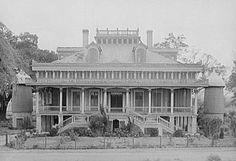 Abandoned Southern Plantation of Louisiana's River Road . Southern Plantation Homes, Southern Mansions, Plantation Houses, Southern Homes, Magnolia Plantation, Southern Comfort, Southern Style, Old Abandoned Houses, Abandoned Mansions