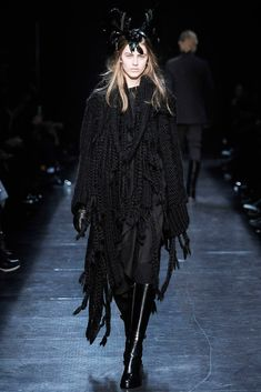 Retro Fashion, Fashion Show, Fashion Design, Robert Mapplethorpe, Black Wardrobe, Ann Demeulemeester, Ready To Wear, Fall Winter, Vogue
