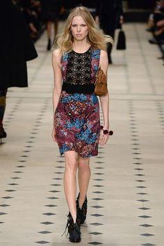 Burberry Prorsum - Fall 2015 Ready-to-Wear - Look 21 of 56 Fashion Killa, Runway Fashion, High Fashion, Fashion Show, Fashion Design, London Fashion Week 2015, Burberry Prorsum, Burberry 2015, 2015 Trends