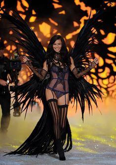 Adriana Lima Pictures - 2011 Victoria's Secret Fashion Show - Zimbio
