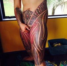 Tatuagem Maori moderna, realizada por nativos com maquina elétrica