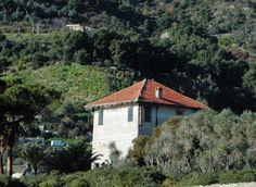 Ventimiglia (IM) Frazione Latte una villa di età barocca