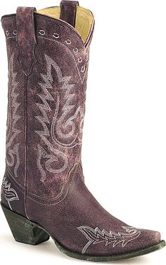 I am not really a cowgirl boots type of girl, but for these I sure will try to be lol