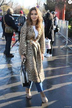 Miroslava Duma arrive au Grand Palais pour assister au défilé Chloé (automne-hiver 2016-2017) à Paris, le 3 mars 2016.