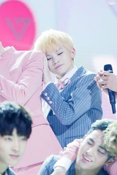 WOOZI HAPPY BIRTHDAY♡♡♡ : dix-sept*