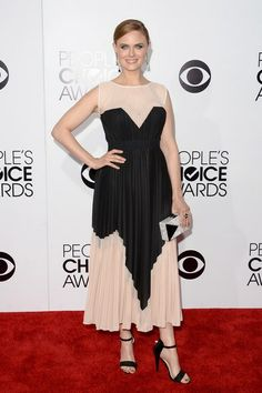 'People's Choice Awards 2014′… Emily Deschanel. | Ángel Guardián de la Moda. http://angelguardiandelamoda.wordpress.com/2014/01/10/peoples-choice-awards-2014%E2%80%B2-emily-deschanel/
