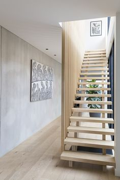 Popular Modern Staircase Design Ideas For Modern Homes 08 Wooden Staircase Design, Timber Staircase, Open Staircase, Wooden Staircases, Wooden Stairs, Stair Railing, Staircase Ideas, Staircase Remodel, Staircase Makeover