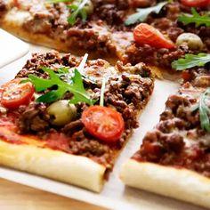 Peltipizza | Pizzat | Yhteishyvä Cheesesteak, Vegetable Pizza, Mashed Potatoes, Recipies, Beef, Baking, Dinner, Vegetables, Ethnic Recipes
