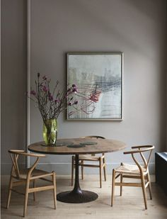 Wall colour for cabinetry Soho loft apartment belonging to Ochre owners, Andrew Corrie & Harriet Maxwell. Beautiful photographs by Ditte Isager, of this quietly stylish family home. x debra via planete & remodelista Soho Loft, Ny Loft, New York Loft, Tulip Table, Decor Room, Wall Decor, Wishbone Chair, Interiores Design, Interior Inspiration