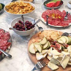 Fredagsflirt på @spoonagency #spoonbackstage #food #cheese #olives