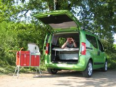 YATOO Concept - the LIDOO bed and the KINOO kitchenette in a Qubo car by FIAT. Small Camper Vans, Car Camper, Small Campers, Mini Camper, Micro Campers, Camping Box, Camping Glamping, Bipper, Fiat