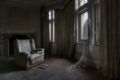 Urban explorer creates ghostly figures in his urbex photographs of abandoned mansions and other abandoned buildings and places Abandoned Mansions, Abandoned Buildings, Abandoned Places, Ghost Images, Ghost Pictures, Haunting Photos, Real Ghosts, Haunted Places, Urban Exploration