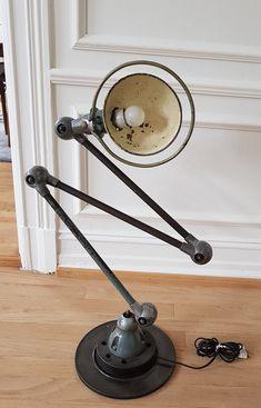Jielde, industrilampe, ca 1950 Desk Lamp, Table Lamp, Icon Design, Furniture Design, Home Appliances, Icons, Flooring, Retro, Home Decor