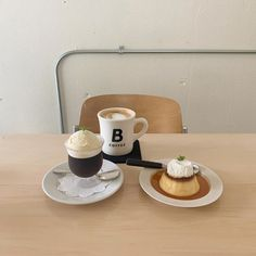 Coffee Shop Aesthetic, Aesthetic Food, Beige Aesthetic, Korean Aesthetic, Cute Food Art, Coffee Latte, Drink Coffee, Cafe Food, Dessert Recipes
