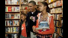 Obama purchase books for his daughters in Washington
