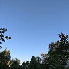 Douce fin de soirée #Niort #ciel #cielo #sky #bluesky #bleu #azul #blau #blue #himmel #nofilter #France #skyporn #trees #arbres #bäume
