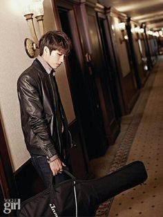 [PIC] 140901 Vogue Girl Magazine September Issue Official Photos - #인피니트 Woohyun pic.twitter.com/cVIfbDMQMy