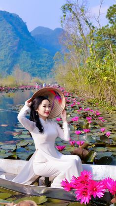 Chinese Beauties and Lotus Flowers. Amazingly dressed in Chinese Style to match the beauty of the Lotus Flower. Stunning backdrops and colours. Posted by Sifu Derek Frearson Vietnamese Traditional Dress, Vietnamese Dress, Traditional Dresses, Beautiful Girl Image, Beautiful Asian Women, Girl Photo Poses, Girl Photos, Ao Dai, Vietnam Girl