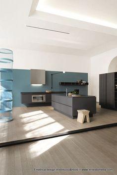 Lacquered kitchen EMETRICA by @Ernesto Meda | #Design Alessandro Andreucci, Christian Hoisl #kitchen